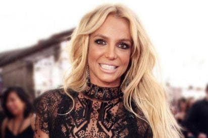 El sensual baile de Britney Spears en top y unos mini shorts
