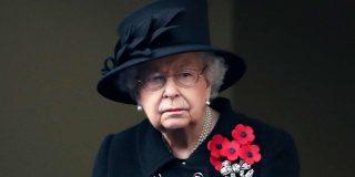 La reina Isabel II se salta los protocolos en un importante acto oficial