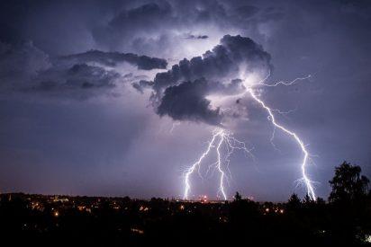 Tutorial: 3 consejos básicos para que no te parta un rayo durante una tormenta