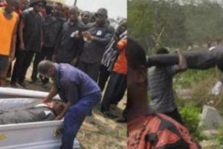 Los funcionarios sacan el cadáver del ataúd en pleno entierro porque no había pasado por caja