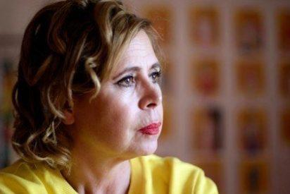 Ágatha Ruiz de la Prada trata de olvidar el 'feo' de Pedrojota con un joven político de frondosa melena