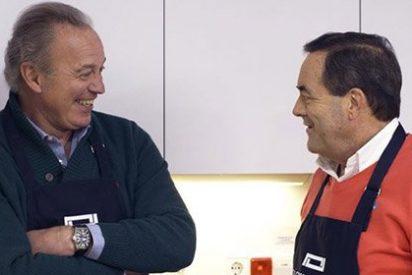 """El bochornoso masaje de Bertín Osborne a José Bono: """"Yo soy menos de derechas que tú"""""""