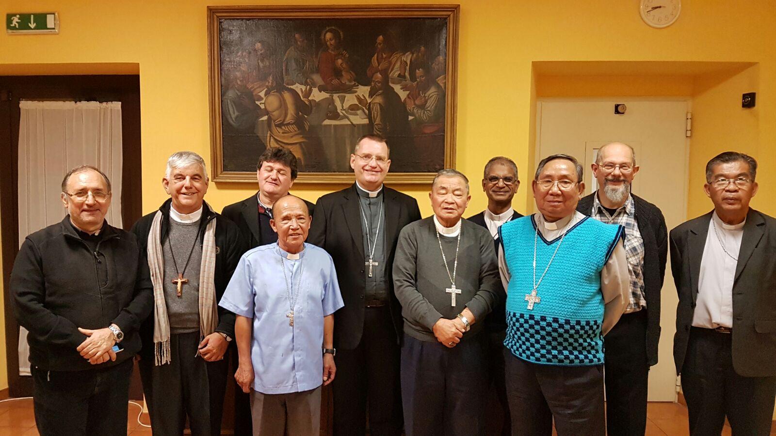 """Obispo de Vientián: """"El Papa está atento a nosotros, los pobres"""""""