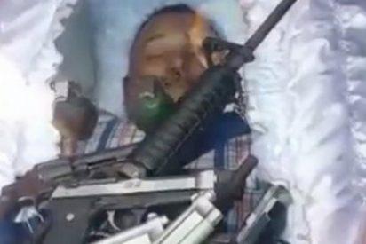 El velatorio del malandro armado hasta los dientes que da un susto de muerte al tirano Maduro