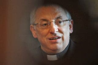 "Friol estudia declarar ""persona non grata"" al obispo de Lugo"