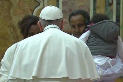 "El Papa pide ""acoger, proteger, promover e integrar"" a emigrantes y refugiados"