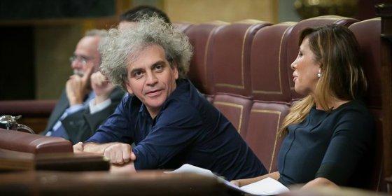 [VÍDEO] Con esta cara y estos pelos se salta Podemos el protocolo para recriminar a Macri... ¡sus presos políticos!