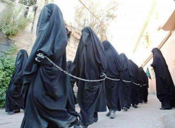 """La casada convertida en esclava sexual del ISIS: """"Me violaron durante un mes ante mis hijos"""""""