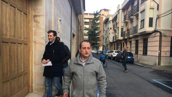 El obispo de Astorga se reúne ex alumnos de La Bañeza