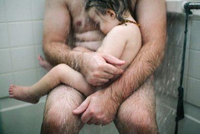 Juzgada por fotografiar a su marido con su hijo enfermo en la ducha y difundirlo en Facebook