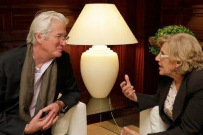 'Imagine' Carmena se hace un buda: babea con Richard Gere y le pide que le traiga al Dalai Lama