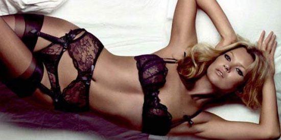 La foto del desnudo completo de Kate Moss a sus espléndidos 43 años