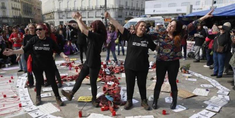 Carmena y los de Podemos multan a las mujeres en huelga de hambre en la Puerta Sol por instalar una carpa