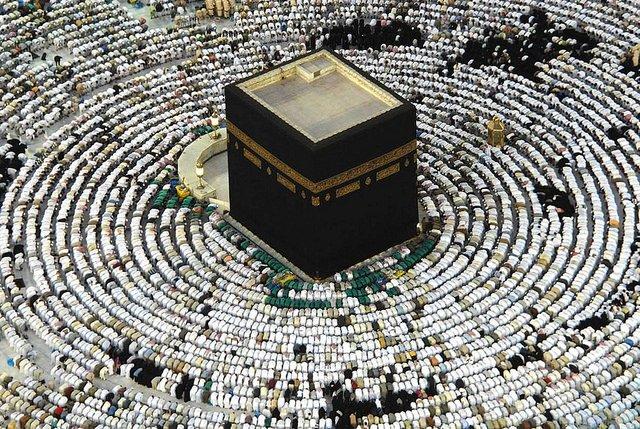 Un hombre intenta incendiar la Kaaba, el lugar más sagrado del islam