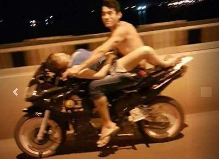 [VÍDEO] La desenfrenada que fornica sobre una moto en marcha a toda mecha