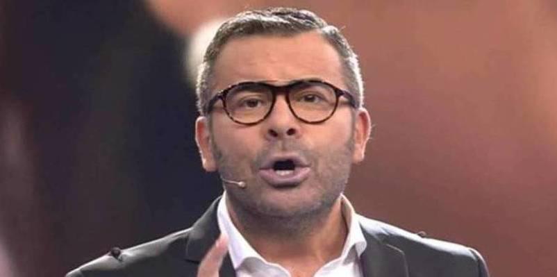 Paolo Vasile ordena 'desnudar' a Jorge Javier en directo como medida desesperada para subir audiencia
