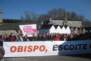 Siguen las protestas en Friol por el traslado del párroco