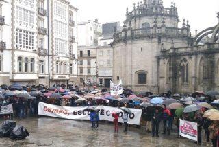 Concentración ante el Obispado de Lugo