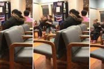 [VÍDEO] El niño repelente que da una brutal paliza a su madre en la consulta médica