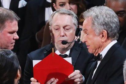 Ridículo histórico en los Oscar: 'Moonlight', mejor película tras adjudicárselo Warren Beatty a 'La La Land' por error