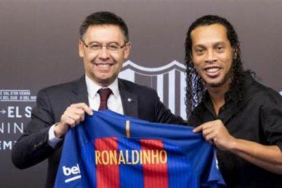 Ronaldinho Gaúcho provoca un agujero negro (y un lío gordo) en el Barça