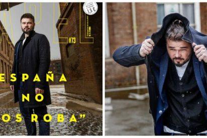El separatista Rufián posa con un modelito de Zara para una babosa entrevista en 'Papel'