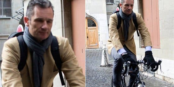 Urdangarín, a la fuga de los periodistas...¡¡en bicicleta!!