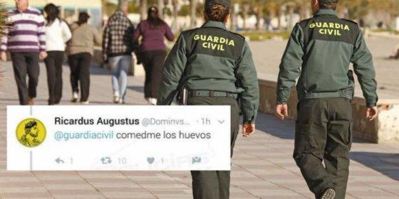 """La acojonante respuesta de la Guardia Civil a un irrespetuoso que le espetó en Twitter """"Comedme los huevos"""""""