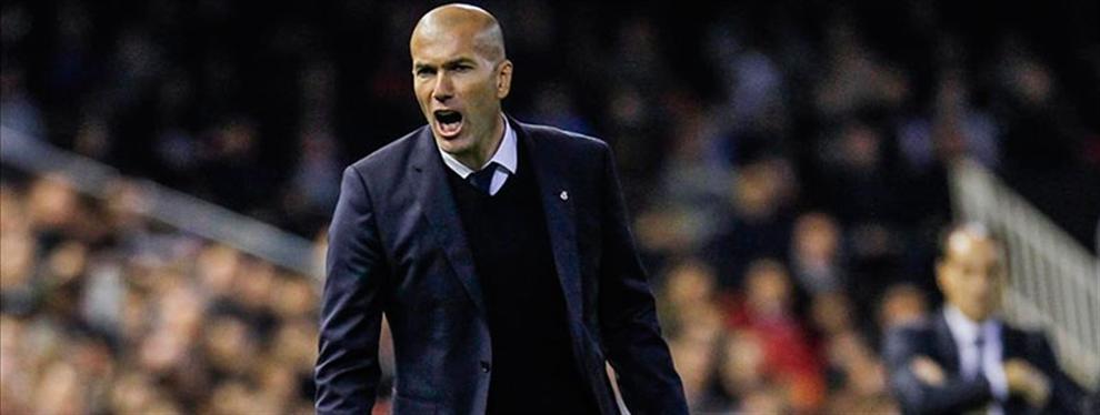 Zidane tiene un 'pollo' entre manos (a punto de estallar) en el vestuario