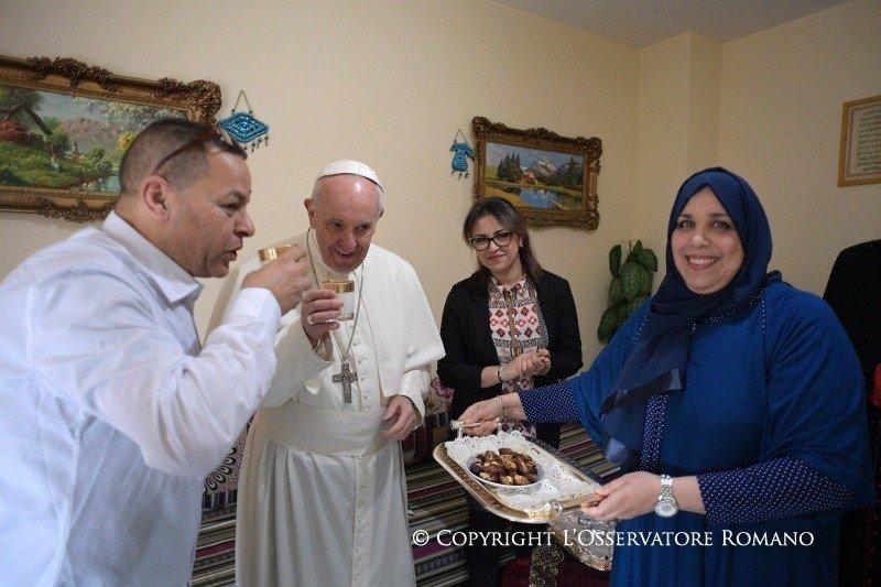 """Francisco: """"La Iglesia no se queda en el centro a esperar, sino que va al encuentro de todos, a las periferias"""""""