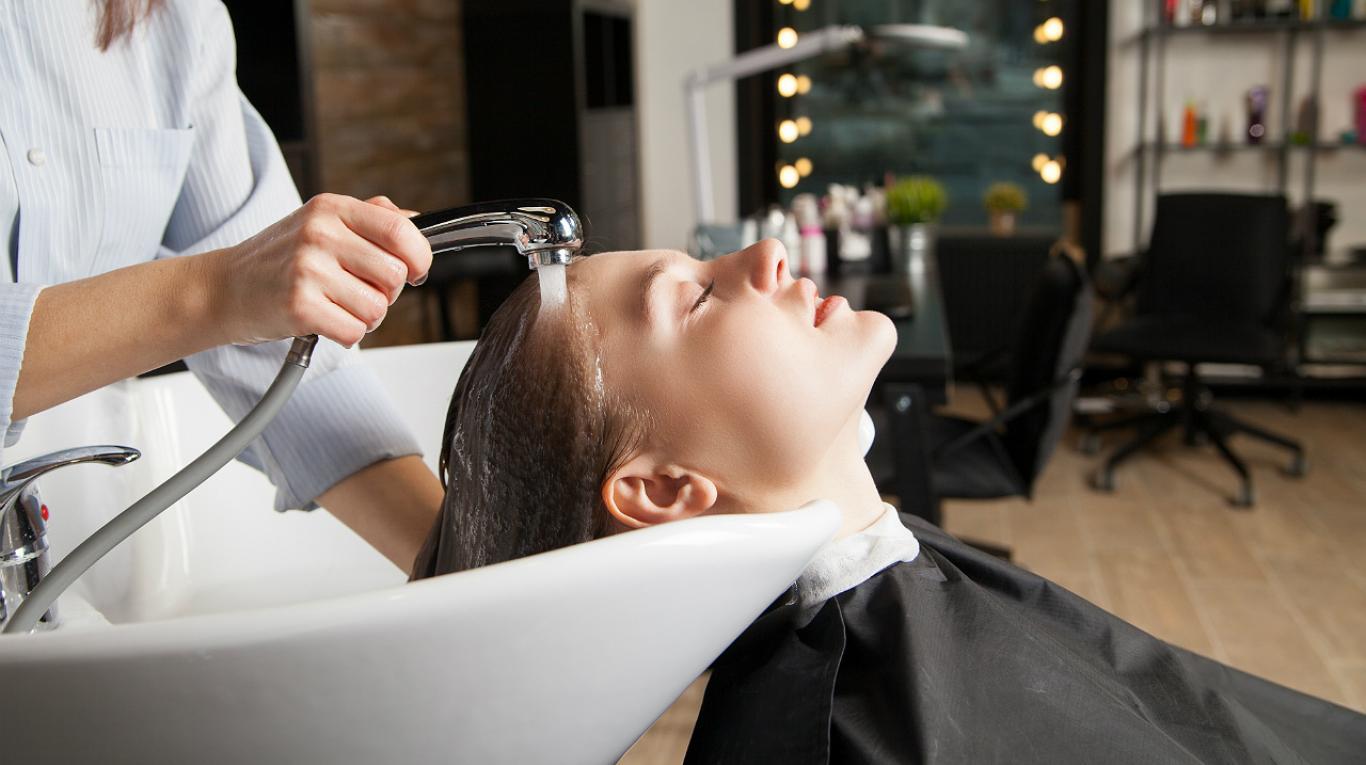 El 'síndrome de la peluquería' que está causando graves derrames cerebrales