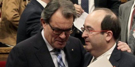 Los claudicantes del PSC firman una moción de apoyo a Artur Mas que demoniza a España