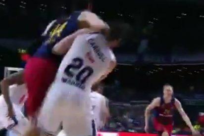 Ante Tomic, sancionado con 20.000 euros y un partido por su 'agresión salvaje' a Carroll