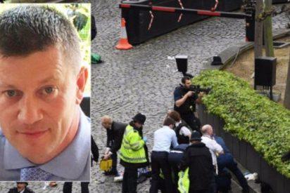 """""""Al asesino se lo llevaron en ambulancia; el policía quedó en el suelo"""""""