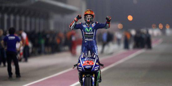 El piloto español Maverick Viñales se exhibe en Losail y Rossi sube al podio