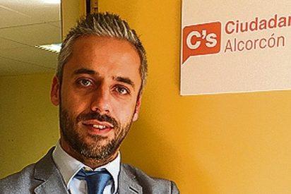 ¡Circo en Alcorcón! El 'podemizado' portavoz de C's imita a un mono para atacar a la edil del PP