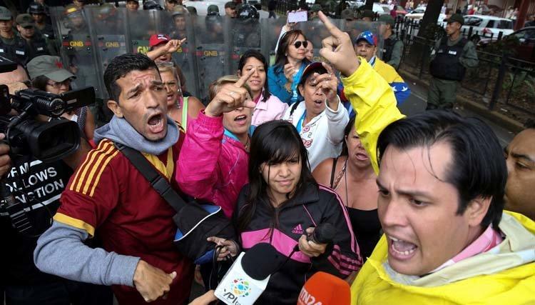 Con estas ganas zurran los chavistas a un diputado por protestar contra el hambre