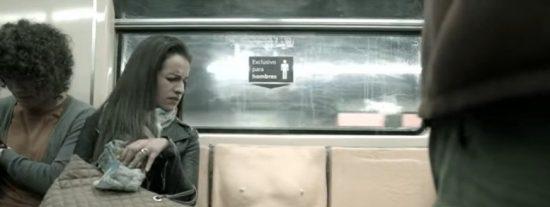 [VÍDEO] El 'asiento con pene' que pretende mostrar a los hombres lo que es sufrir acoso en el metro