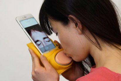 ¡Lo único que faltaba!: Ya es posible besar por el móvil