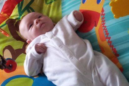 El padre que fabricó un brazo para su bebé