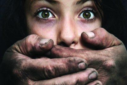 El padre que ha violado a su hija lesbiana para