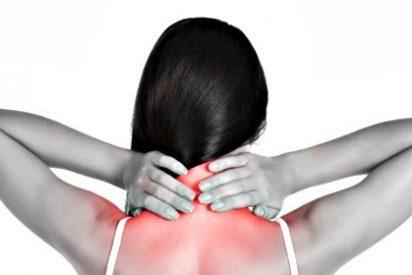 [VÍDEO] Los 4 ejercicios que puedes hacer mientras trabajas para despedirte del dolor de cuello