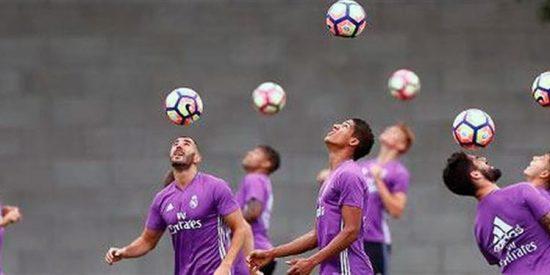Cónclave en el vestuario del Madrid tras el bochorno de Nápoles (y la remontada del Barça)