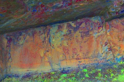 Descubren en una cueva de León pinturas rupestres con motivos antropomorfos
