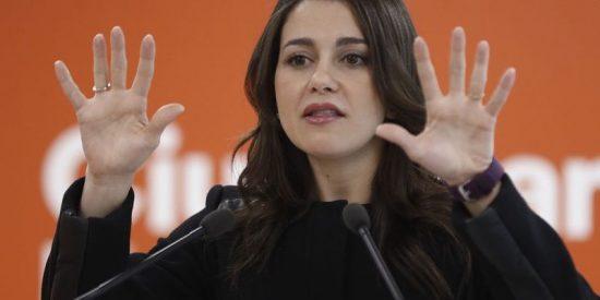 La 'bella' Inés Arrimadas vapulea a la 'bestia' Artur Mas en el Parlament de Cataluña