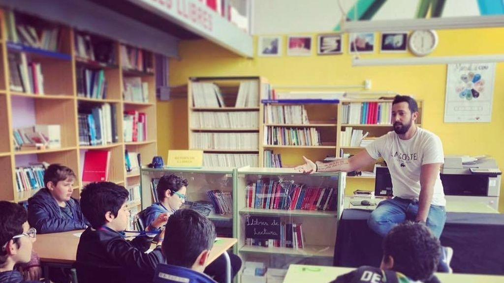 El condenado rapero amigo de Pablo Iglesias adoctrina a los niños en un colegio mallorquín