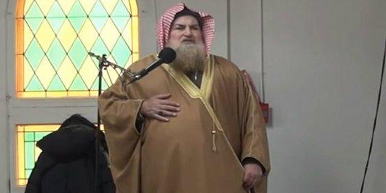 El repulsivo imán que llama a matar a los judíos en una mezquita de Montreal... la monta gorda