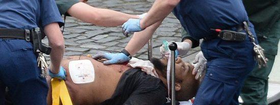 [VÍDEO] La diabólica carrera del yihadista sobre el puente de Westminster tirando a una mujer al río Támesis