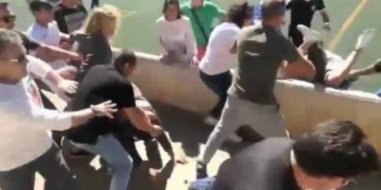 El vídeo de la brutal batalla campal entre padres durante un partido de fútbol infantil en Mallorca
