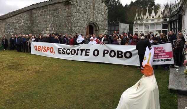 Carrasco Rouco se reúne con los fieles pero no cede en el traslado del cura de Friol